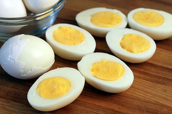 How to properly boil eggs for egg salad