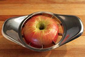 قطع التفاح في