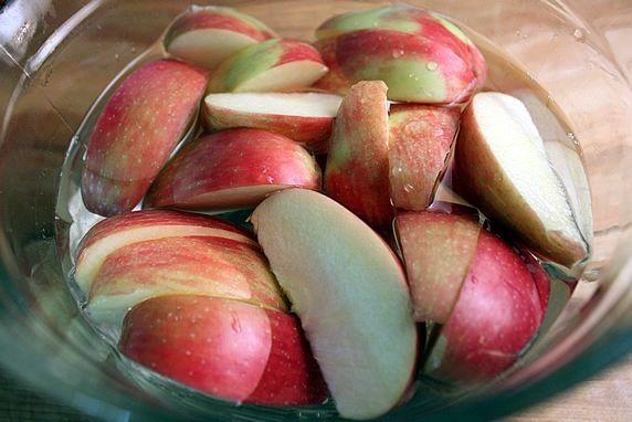 التفاح في الماء