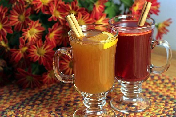 2 ciders in mugs